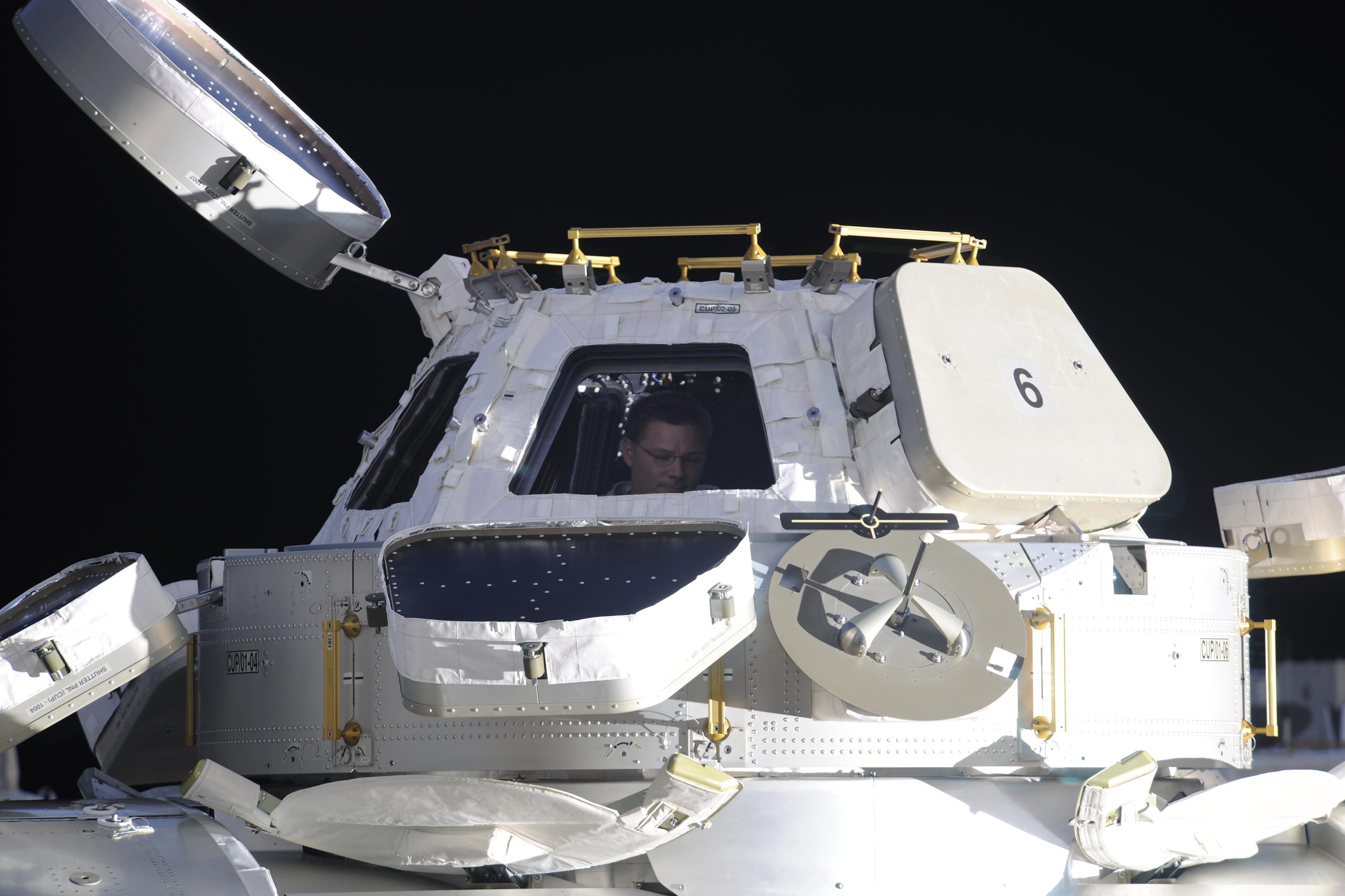 inside space ship docking station - photo #28