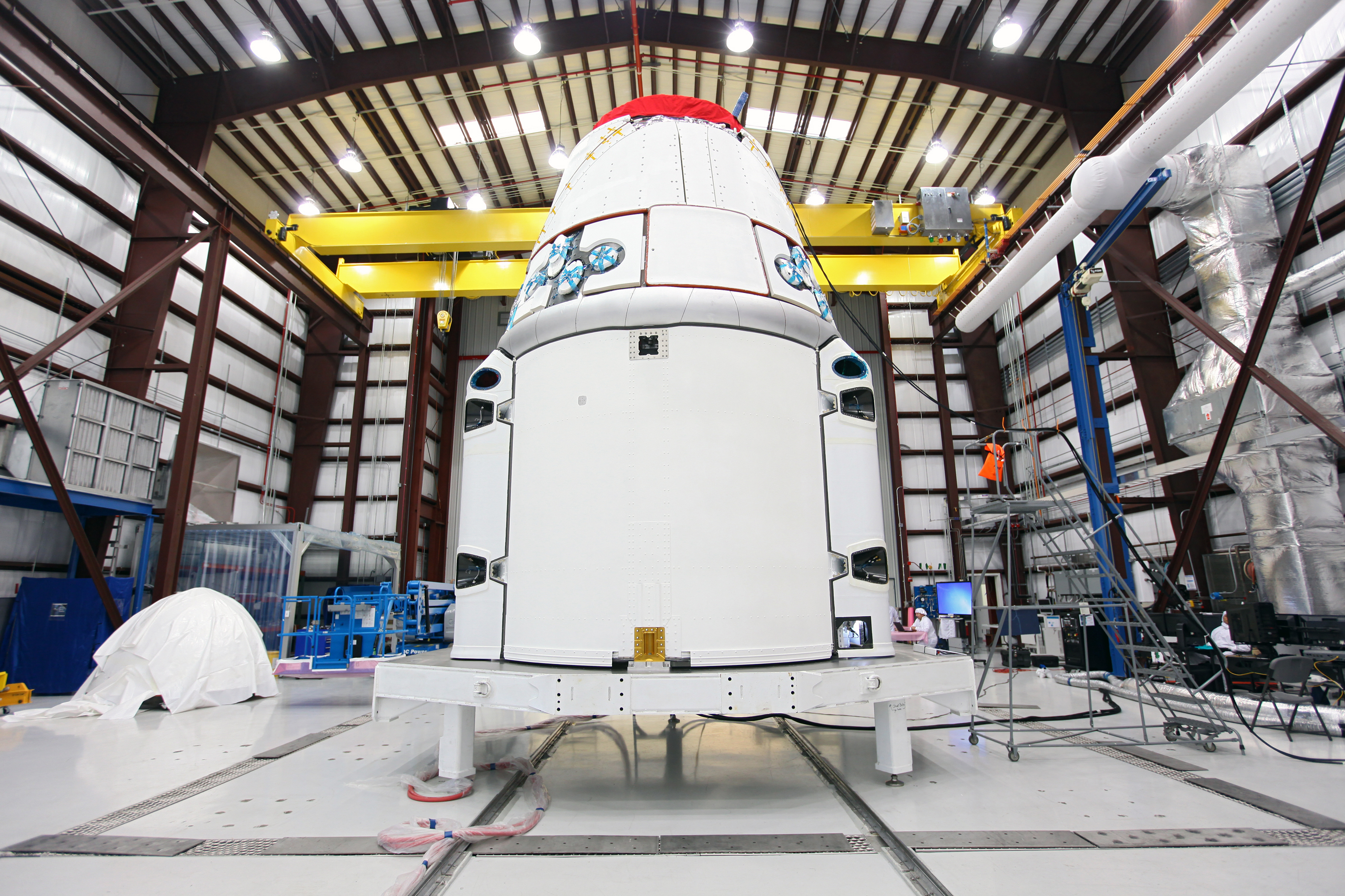 spacex dragon rocket in hanger - photo #1