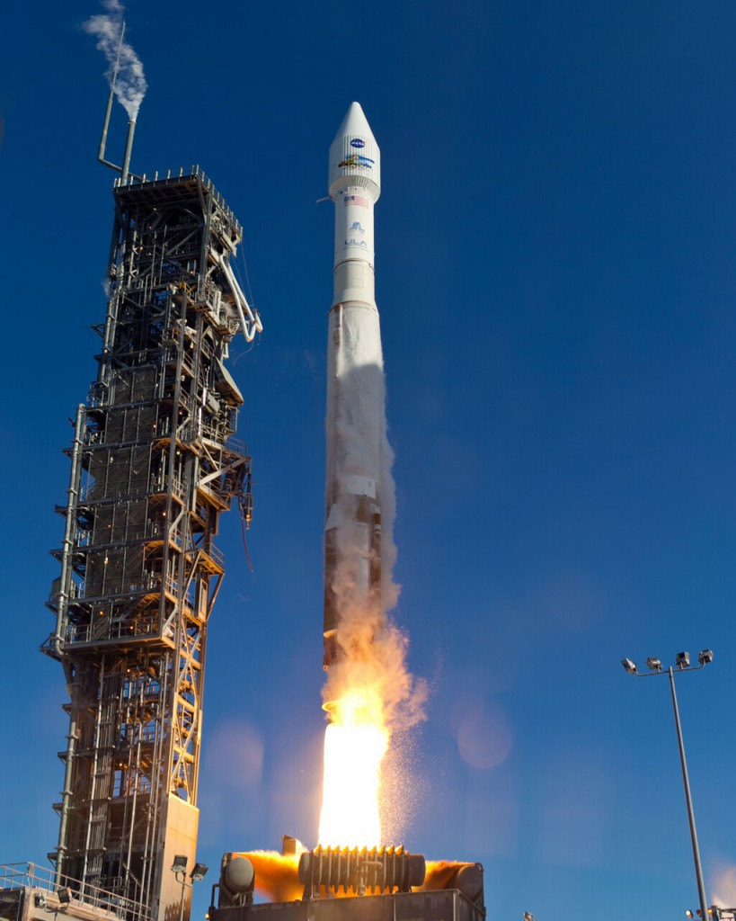 An  Atlas-V rocket with the Landsat Data Continuity Mission (LDCM) spacecraft onboard is seen as it launches on Monday, Feb. 11, 2013 at Vandenberg Air Force Base, California. Credit: NASA