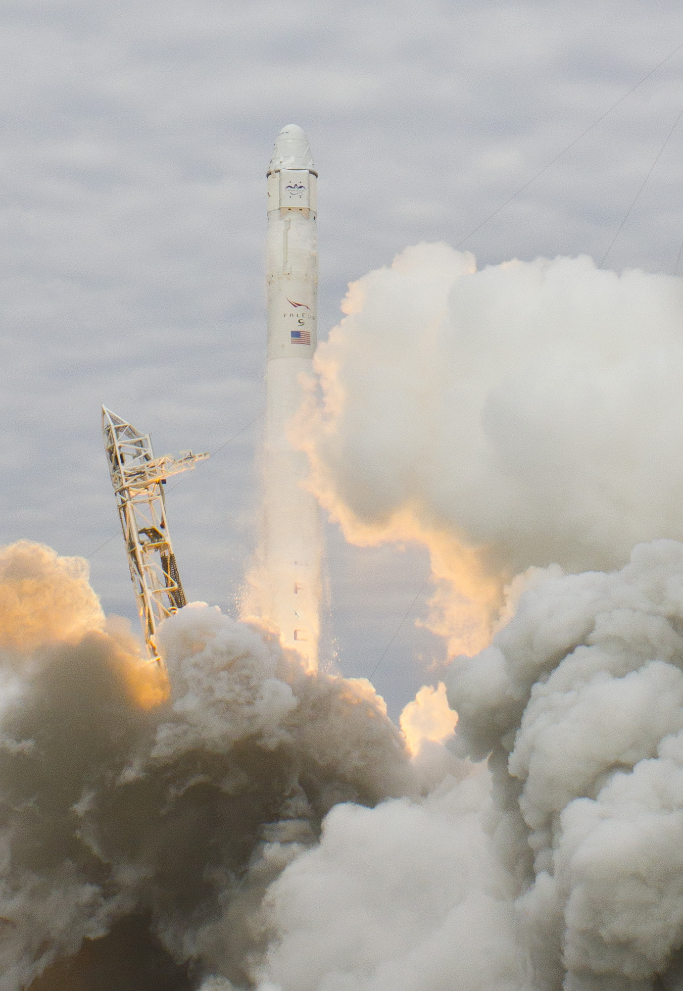 SpaceX Dragon Recovers from Frightening Propulsion System ...