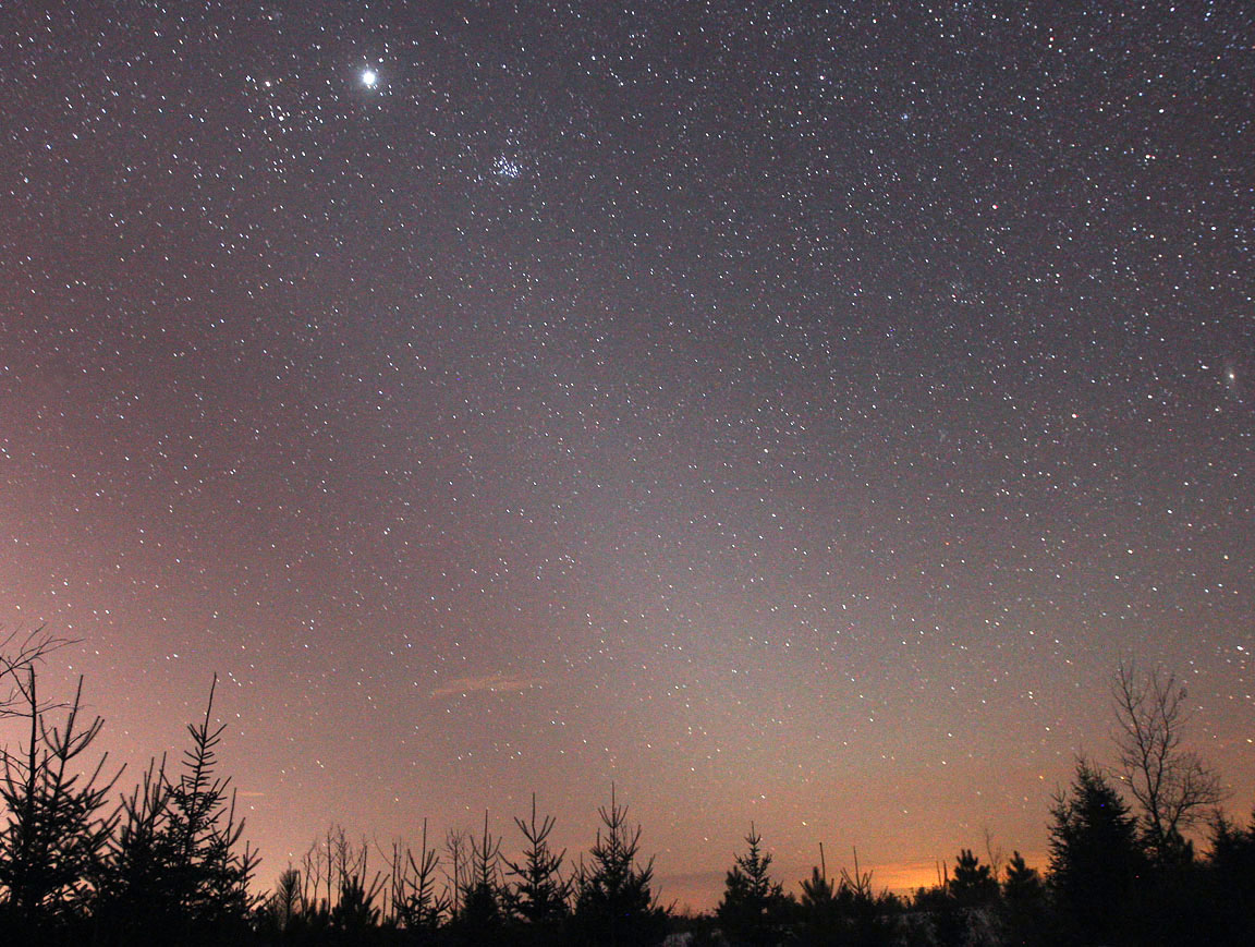 comet panstarrs crosses paths with zodiacal light