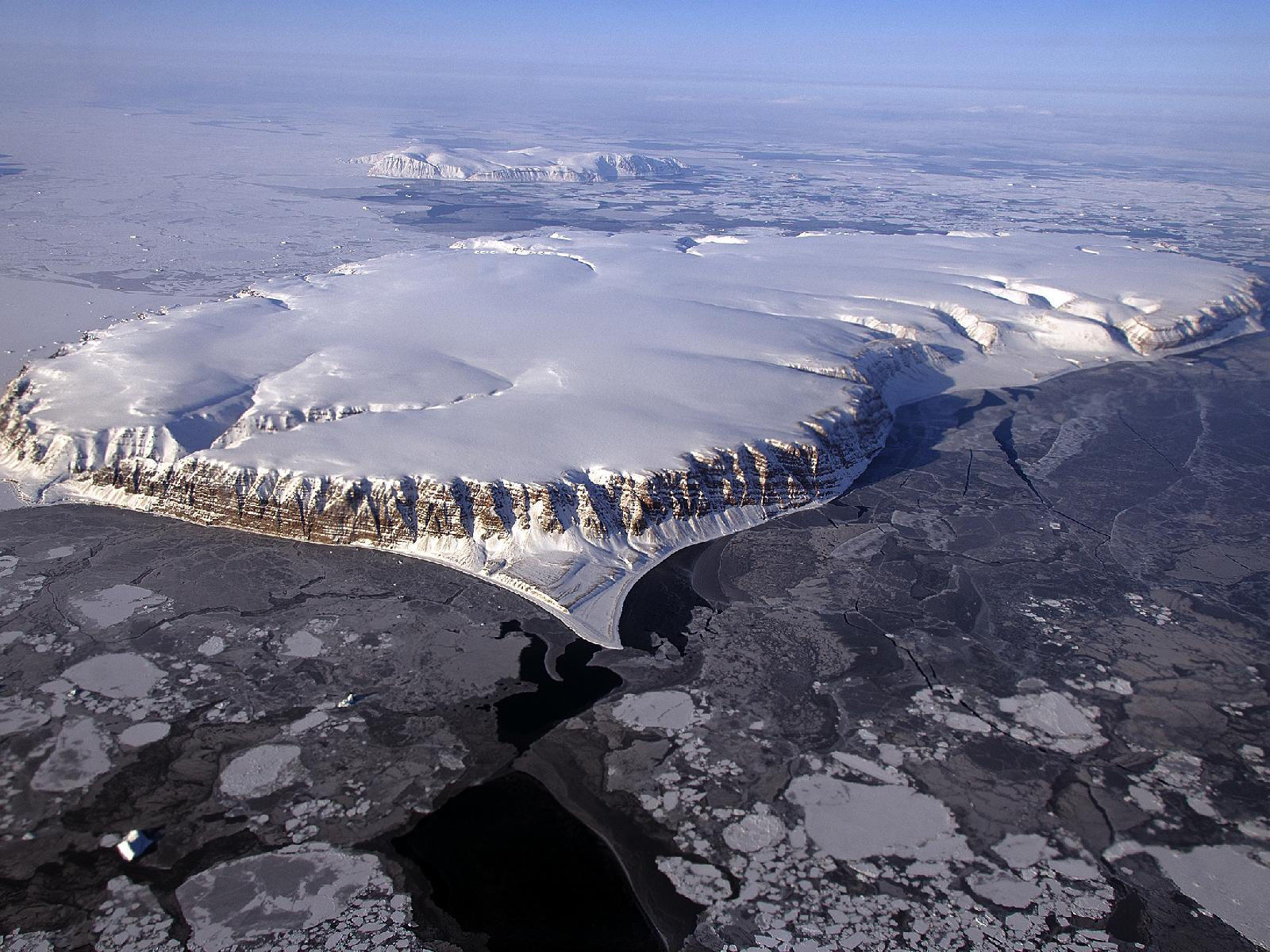 NASA Scientists Soar Over a Mini Ice Cap