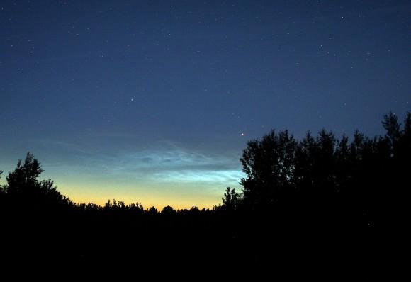 Dawn display of electric NLCs on June 13, 2012. Credit: Bob King