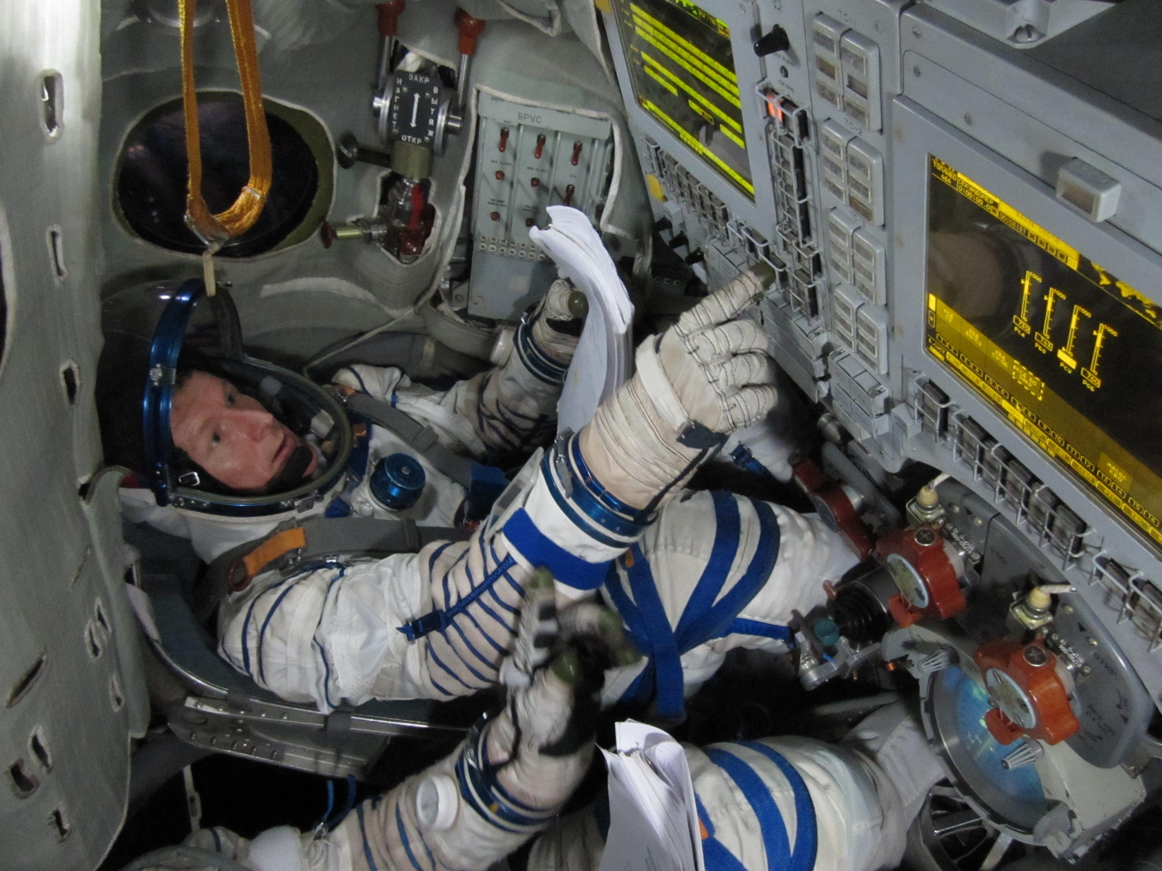 where do astronauts train - photo #20