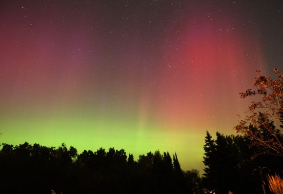 Amazing red rays from an aurora that blew up on September 4, 2012. Credit: Bob King