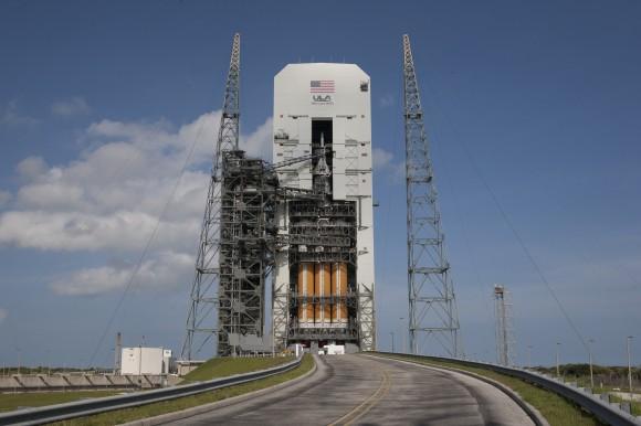 Orion atop Delta 4 Heavy Booster. Credit: NASA/Kim Shiflett